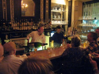 joe gold pours st feuillien